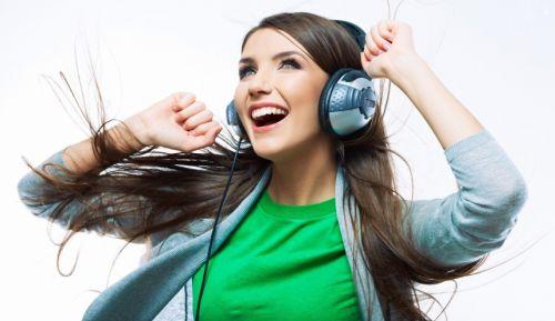 escutar musica alegre alimenta a criatividade aponta estudo